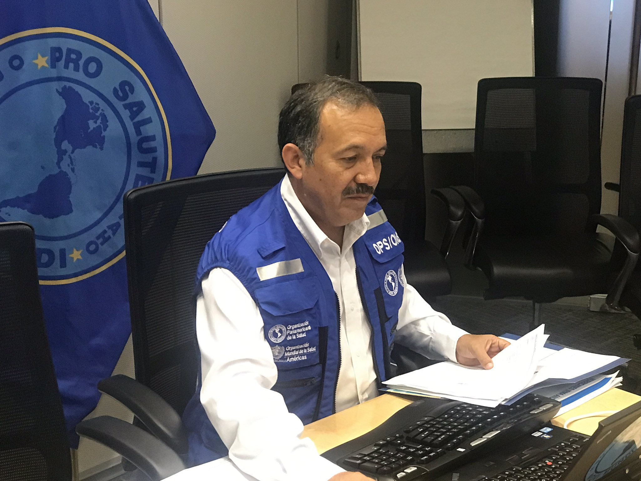 """OPS/OMS on Twitter: """"Dr. Ciro Ugarte alistándose para empezar #FacebookLive  con actualización sobre #HuracanMaria #HuracanIrma #sismos  https://t.co/KB2j9rDKYF… https://t.co/NiQ1NHgP2M"""""""