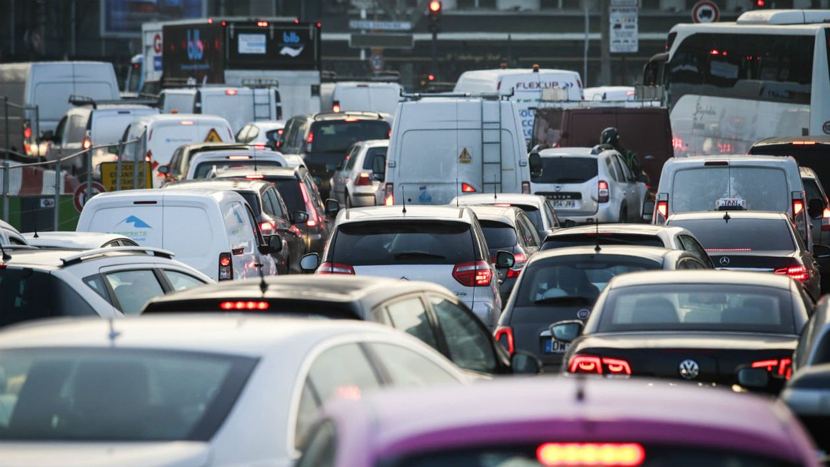 La circulation automobile en baisse de 3,4% en un an https://t.co/rwPlinQz1N