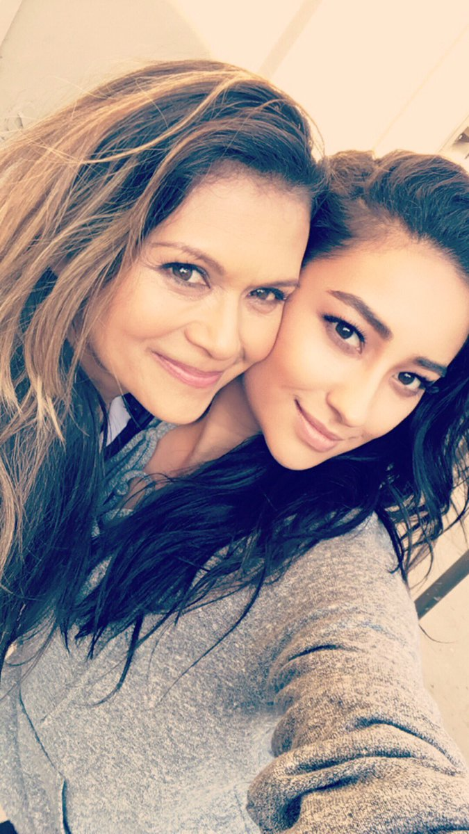 Throwback to me and my gorgeous TV mama @nia_peeples 💋💕