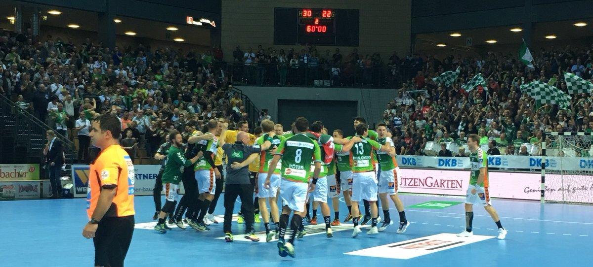 RT @HSG_Wetzlar: Wahnsinn!!!!!! 30:22-Heimsieg gegen @thw_handball! Geile Leistung, #WetzlarerJungs! https://t.co/dGSHdq0Csh
