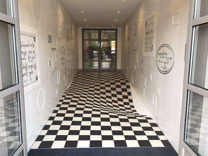 19個「設計師太調皮」的幽默設計 這種「3D地板」可以減少奔跑碰撞!