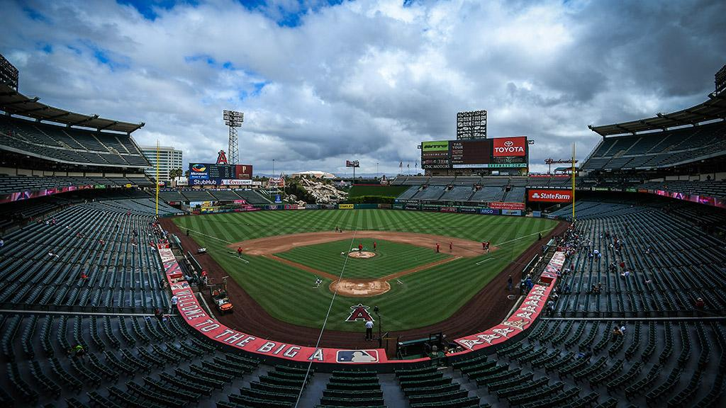Matinee baseball.  https://t.co/S7SInFlT0x (via MLB Fans) https://t.co/T1Bq0qVn6M
