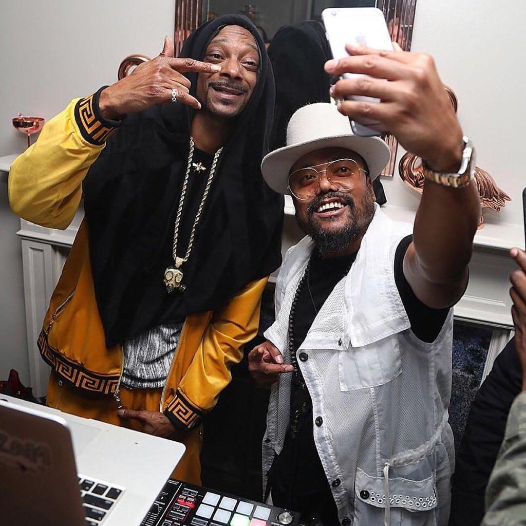 .@SnoopDogg selfie. https://t.co/rCAAlikjhS