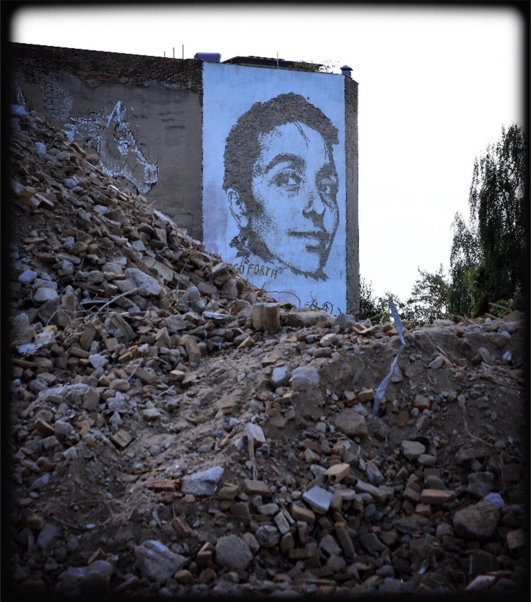 ... facing demolition ... #berlin #building #urban #streetart #mural #demolition #deconstruction #mood #smile #change #citylife #history<br>http://pic.twitter.com/b3Ra7xfei5