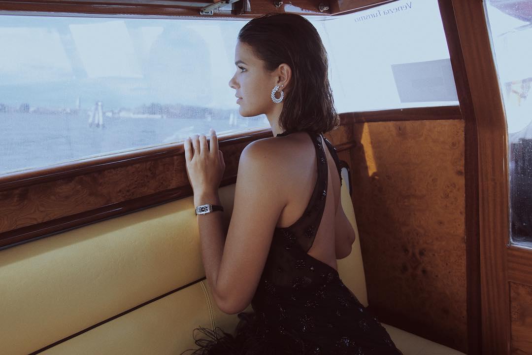 """Bruna Marquezine: """"o legal mesmo é investir em joia"""" https://t.co/zYMJpLJcwE"""