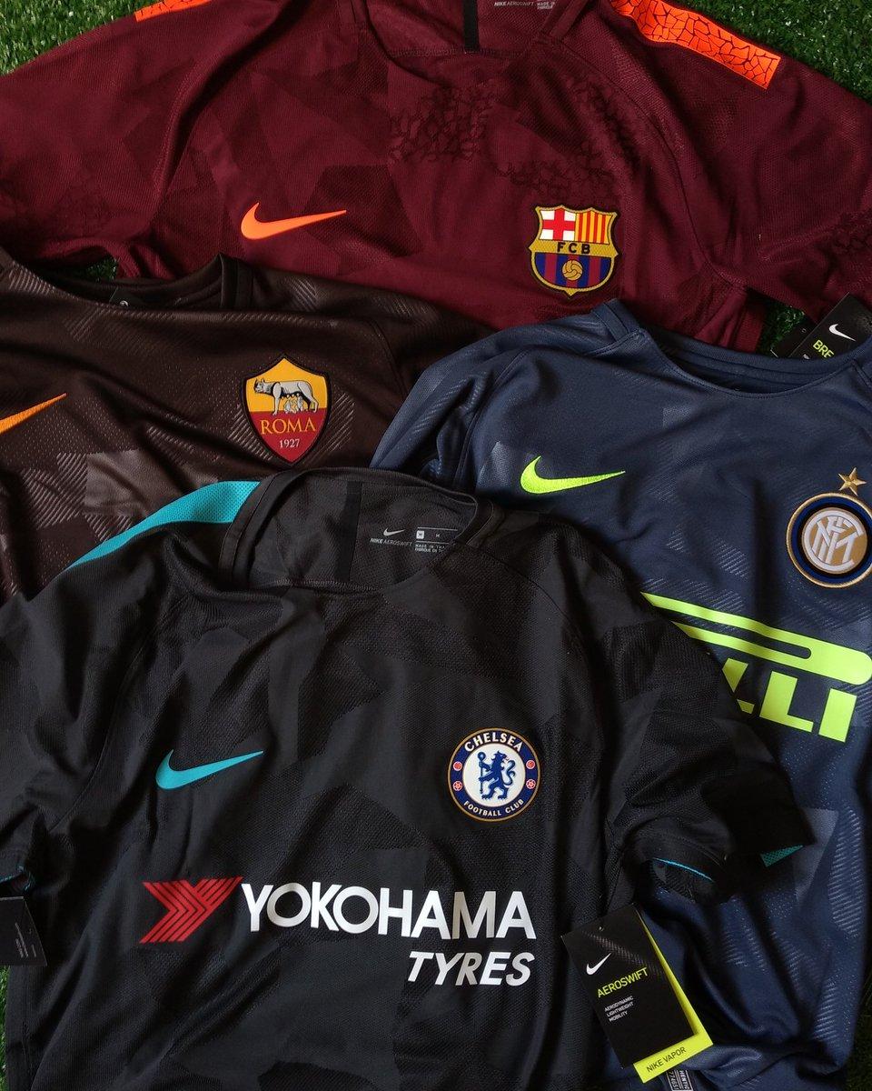 Hoje recebemos da @nikefutebol as terceiras camisas da Roma, Inter de Milão, Chelsea e Barcelona.  Obrigado, Nike!