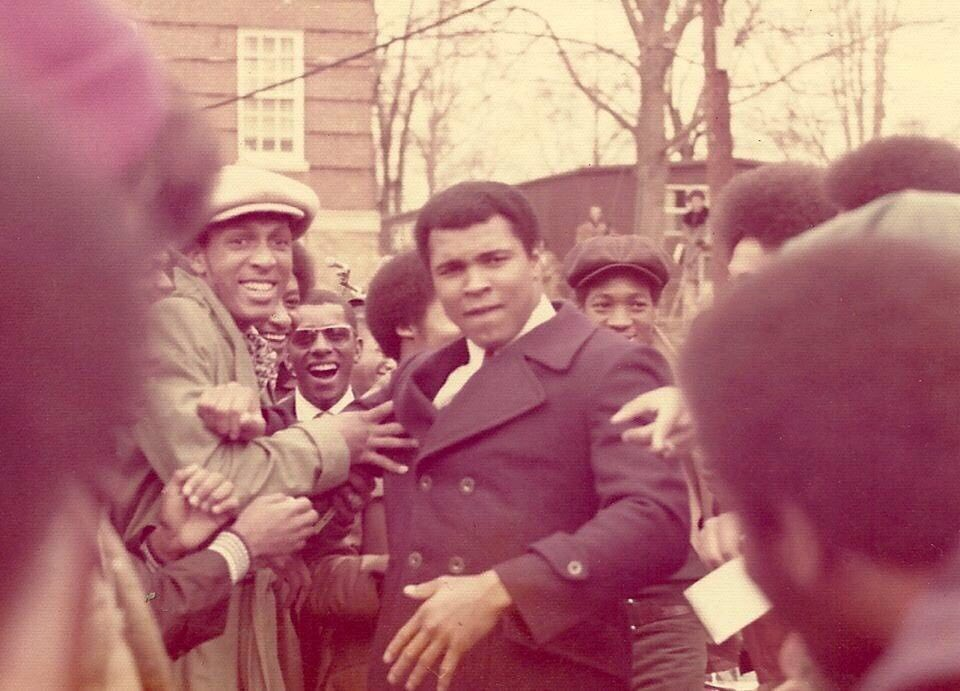 #ThrowbackThursday: Muhammad Ali visits Archer Hall in 1977, honored by president Hugh Gloster '31!  <br>http://pic.twitter.com/dlR6DlZy5e