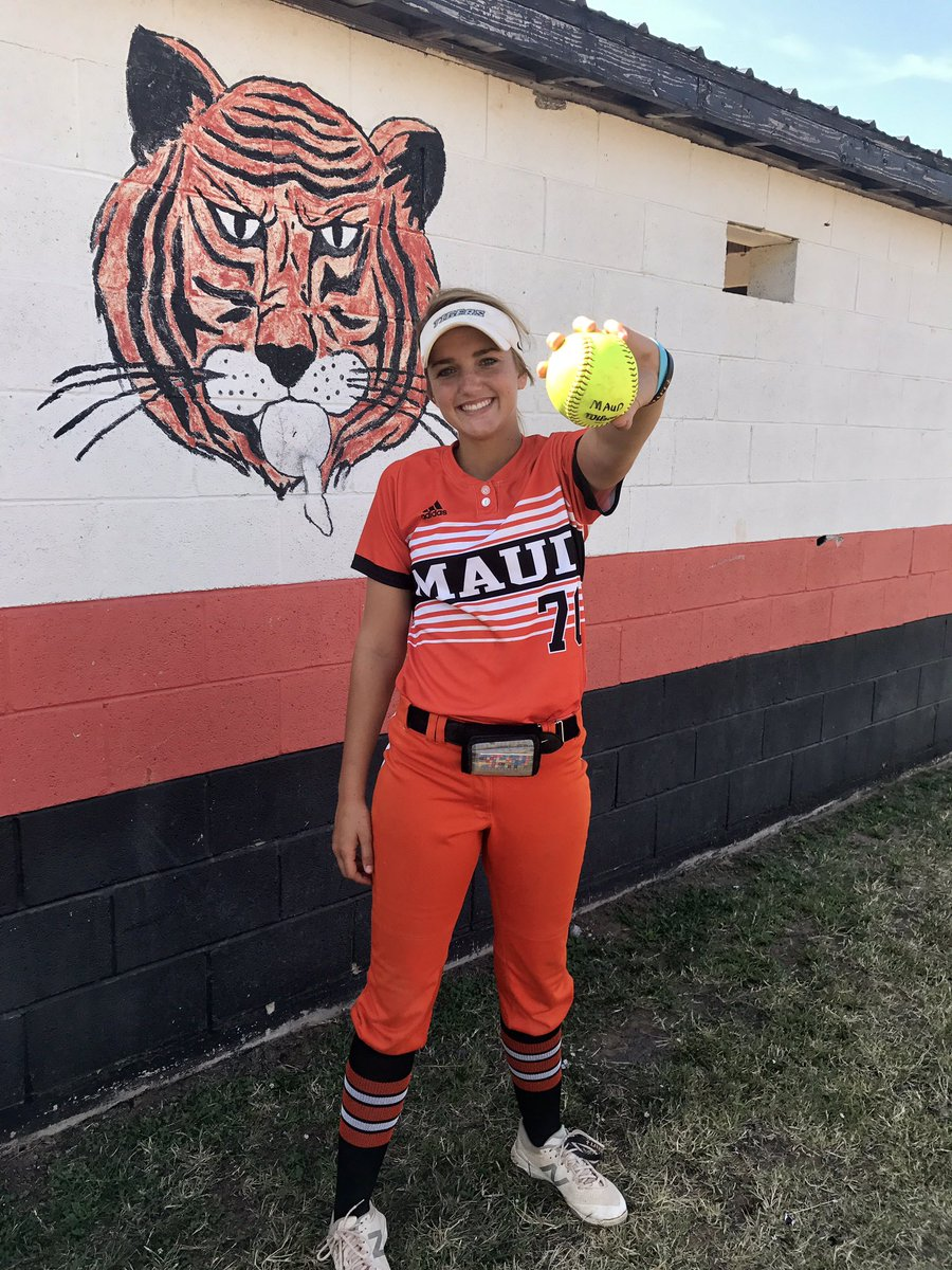 District Dinger for this girl of mine!! #live70 #byeball #3runhomer @jo_sparks10 @GWalbergh<br>http://pic.twitter.com/KFzsdwRM54