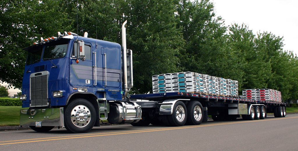 Where are my cabover lovers? What do y&#39;all think about this bad boy hauling some serious cargo?! @freightliner #freightliner #truck #trucks<br>http://pic.twitter.com/oHZpn5jNLI