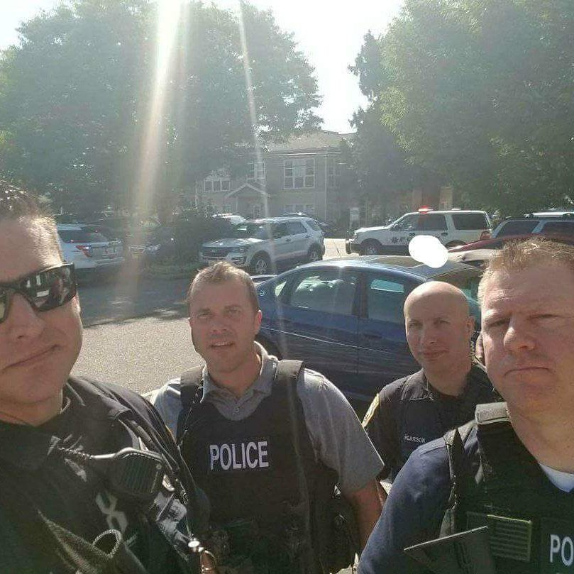 Here in P-Town @GainesvillePD has nothing on us! This is how we roll in Puyallup. Another day at the office for these guys. #service <br>http://pic.twitter.com/oD9AxZURui