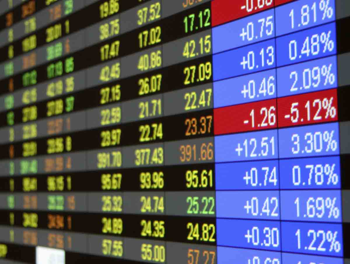 Indian benchmark indices ended marginally lower on Thursday. #Equities @INVESTECHAPP #INVESTNOW #INVESTECHINDIA<br>http://pic.twitter.com/hplQ82h0sD