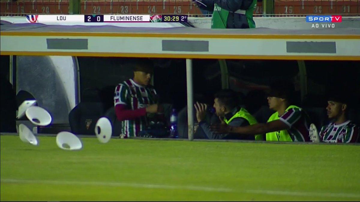 Wellington Silva saiu muito irritado de campo.   #SulamericanaNoSporTV