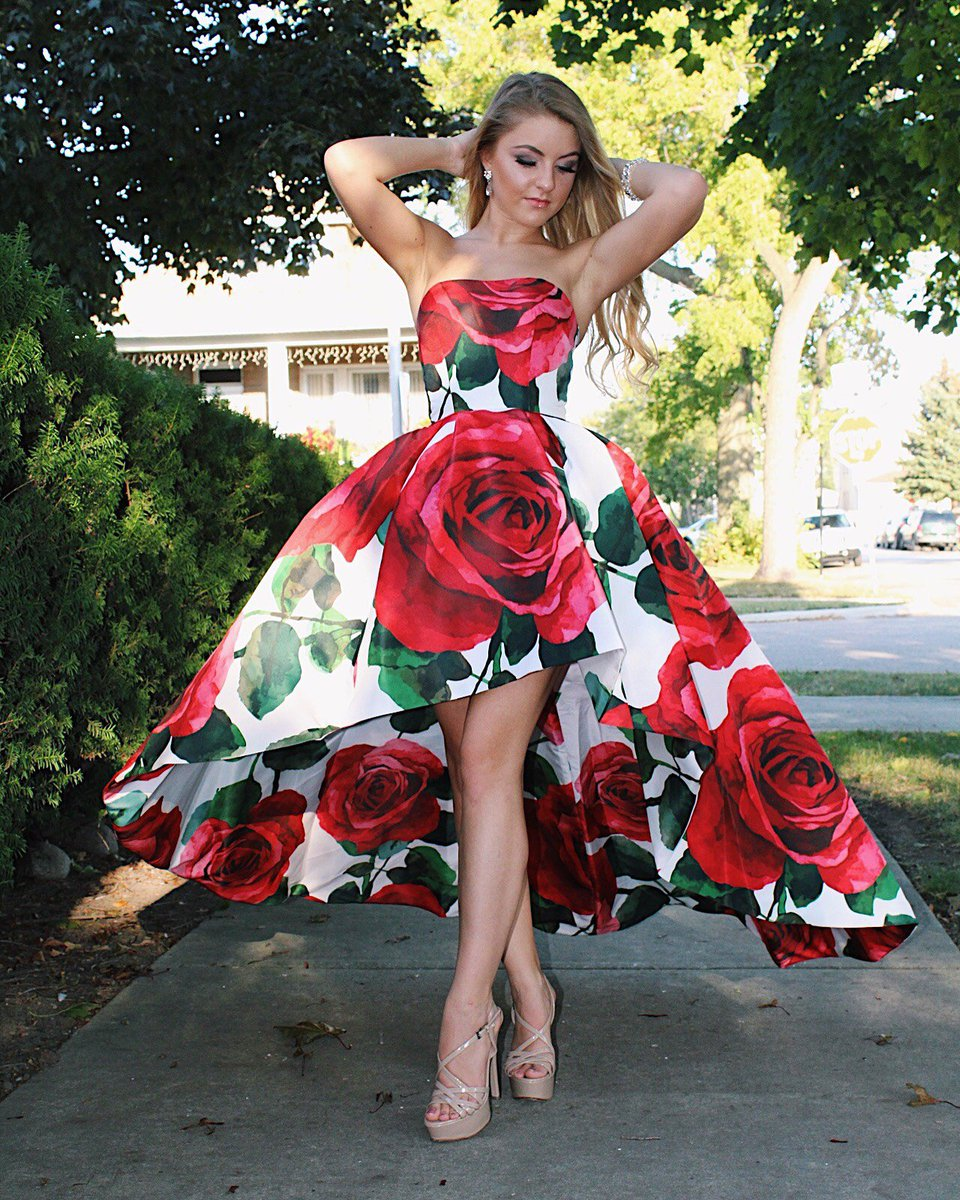 Have all eyes on you in #Stunning @SherriHill #floral #highlow #dress 51816 #prom2k17 #prom <br>http://pic.twitter.com/GgRK5cTNyT