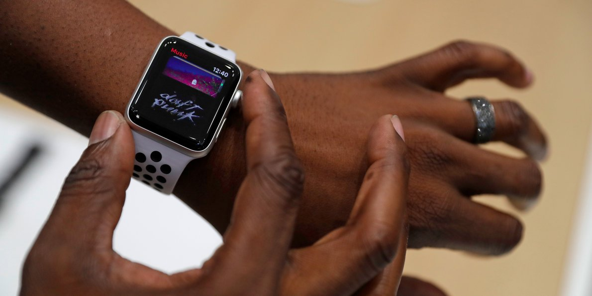 Reviewers say the new @Apple Watch is pretty bad https://t.co/Bo5LifJ2Qf