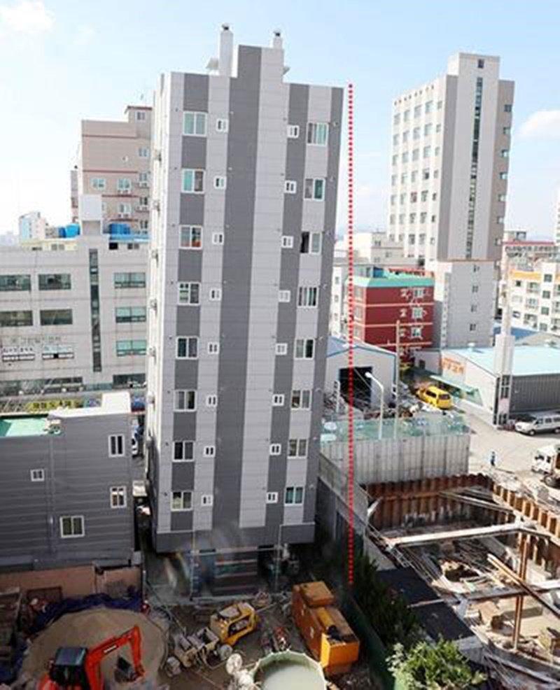 #부산 사하구에 있는 한 #오피스텔 건물이 한쪽으로 급격히 기울어져 입주자들이 #대피 하고 부근 주민들이 불안에 떨고 있습니다. https://t.co/rTfqEuqSYq