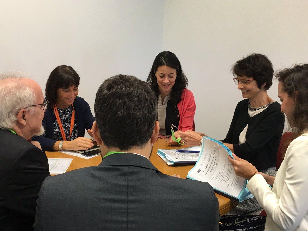 A Comissária @mariannethyssen reúne com o Ministro Vieira da Silva antes da Conferência Ministerial da UNECE. 🇵🇹🇪🇺