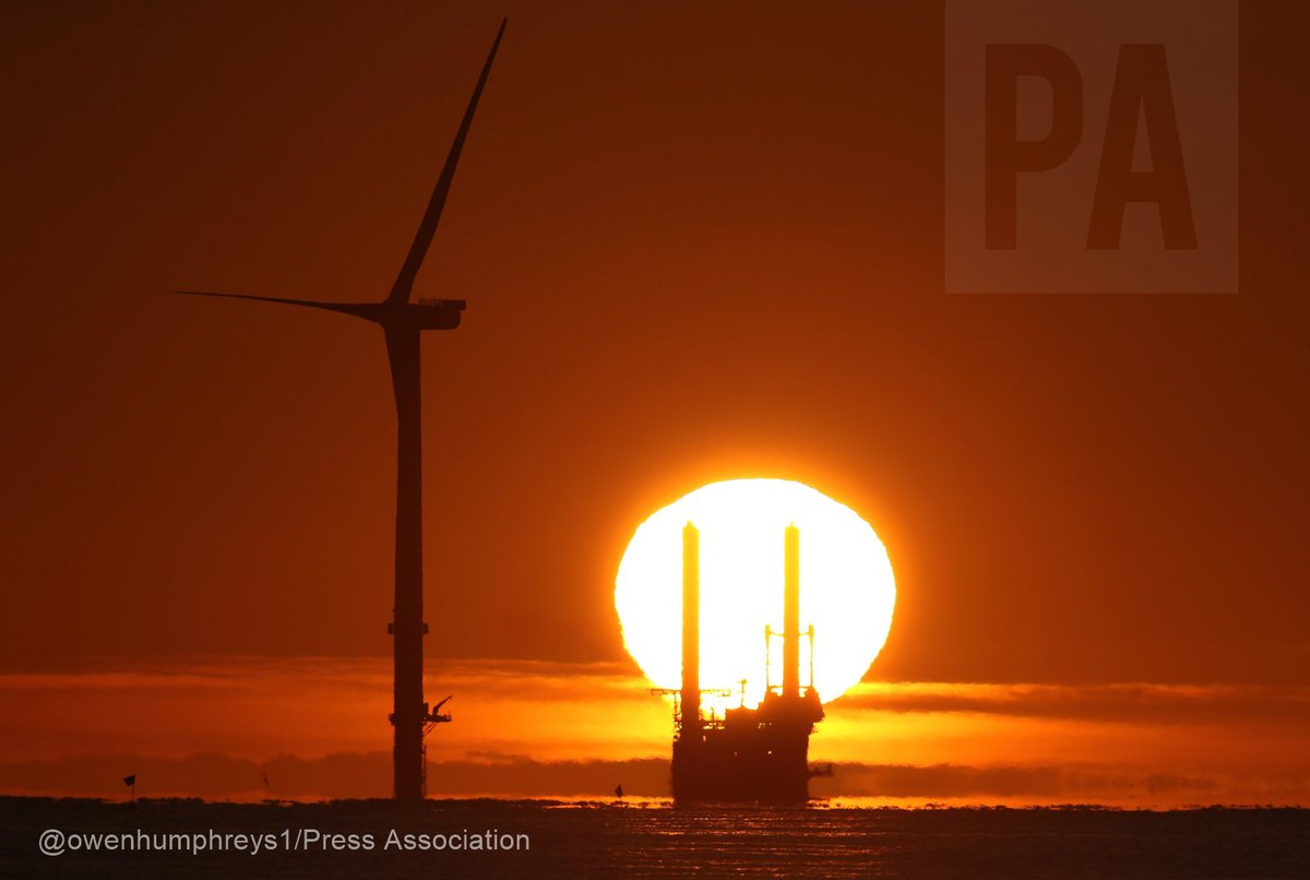 The new wind turbines @WindEnergyTechs being put in place @PortofBlyth #Northumberland @WindEnergy_ie #windturbines @StormHour #weather @PA<br>http://pic.twitter.com/eIQQK7fnhm