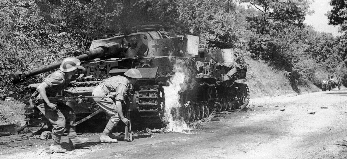 #OTD in 1943. Salerno area, Italy. Not staged. Men from 2/6 Queens&#39;s carefully advancing past a burning Panzer IV tank. #WW2 #HISTORY <br>http://pic.twitter.com/Q9G0fJQhhG