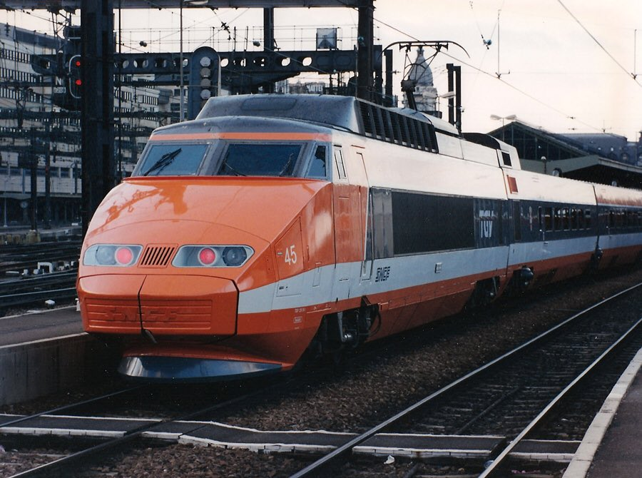 Happy Birthday TGV! Entered service on this day in 1981. #history #travel<br>http://pic.twitter.com/IHJvujfmPZ