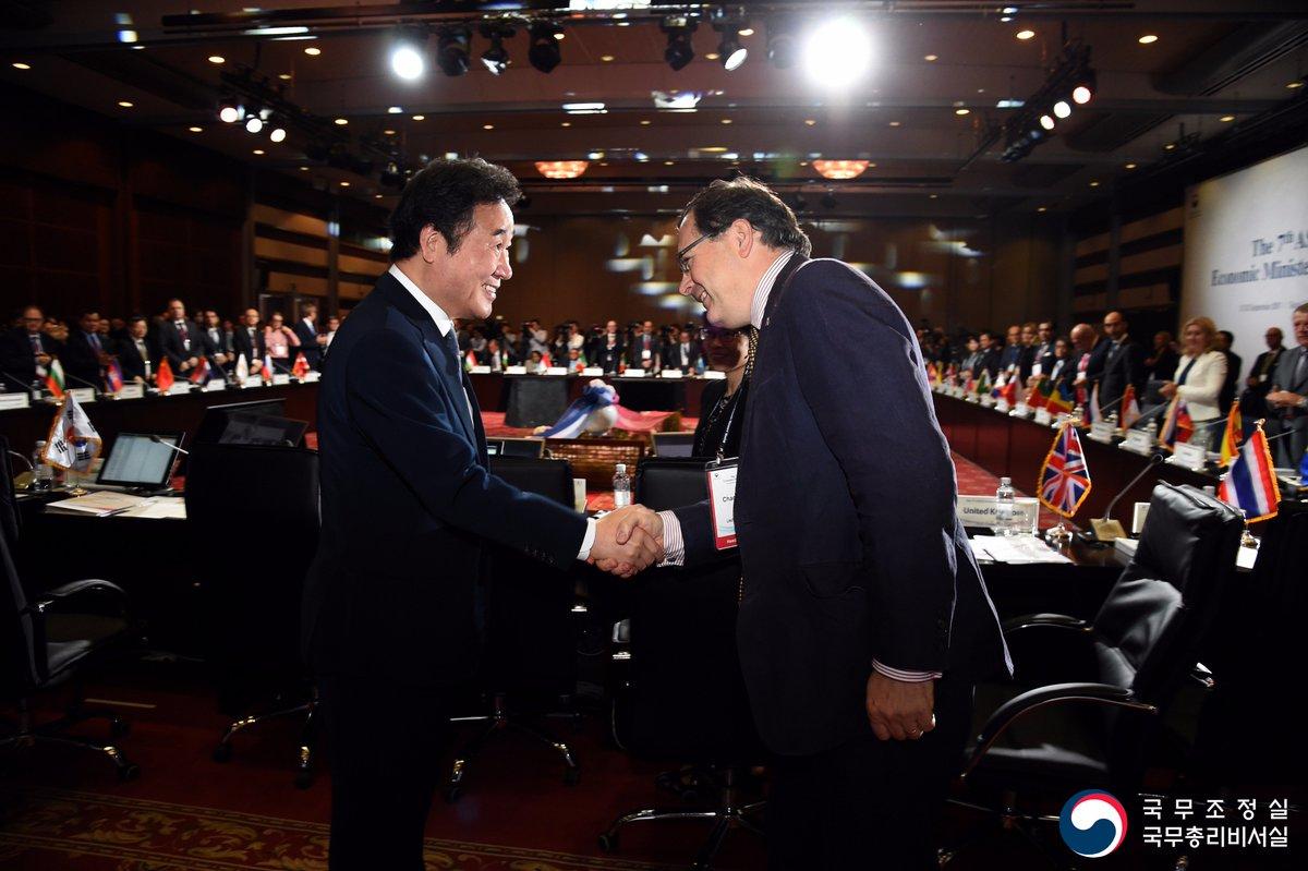 💫[2017 ASEM 경제장관회의] 12년 만에 서울에서 열렸는데요. 이낙연 총리는 오늘 개회식에서 '한반도 평화를 위한 아셈의 리더십을 기대한다'고 말했습니다. 포럼과 부대 행사도 진행된 현장, 보시죠~🤗▶️https://t.co/C0nglyz9It