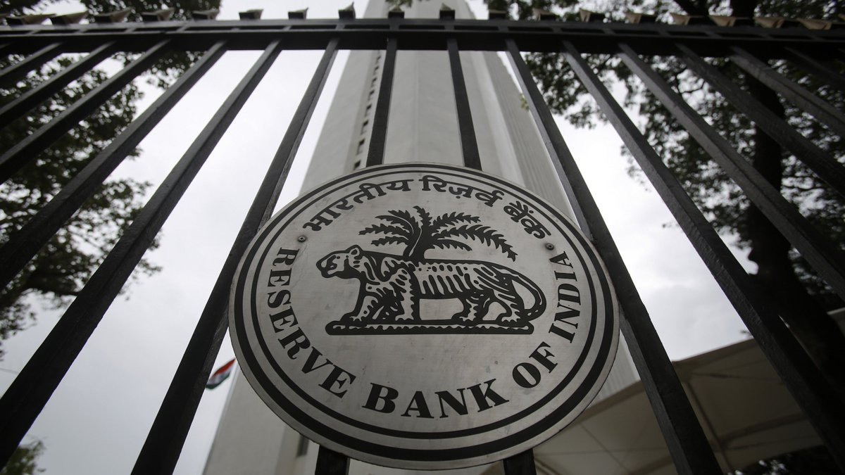 #RBI Deputy Governor #NSVishwanathan says #microfinance sector must work on its strengths for growth. @INVESTECHAPP #INVESTNOW #SIPNOW<br>http://pic.twitter.com/CEEpLOu50C