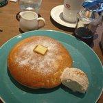 錦糸町のoslo coffeeのデンマークチーズパンケーキがな……大きめのパンケーキで外がさくっ中が…