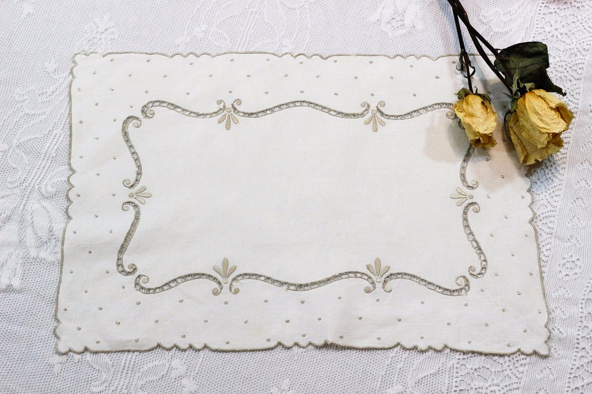 https://www. etsy.com/listing/559676 297 &nbsp; …  Antique Italian or Madeira Table Linens. Place Mats &amp; Napkins. #vogueteam #tablelinens #etsychaching <br>http://pic.twitter.com/ZZF9MnnHTc