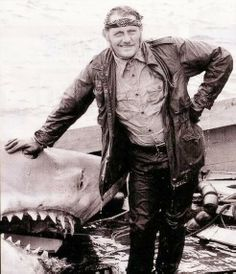 &quot;We&#39;re gonna need a bigger boat!&quot; NEW REDO of #Jaws ready to download/stream now  http:// apple.co/2vyE8nS  &nbsp;   #PodernFamily<br>http://pic.twitter.com/knqewbdCUh
