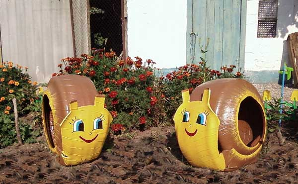 Fun and Cool Garden Decor Using Old Tires -  http:// garden.viralcreek.com/fun-cool-garde n-decor-using-old-tires/ &nbsp; …  #OldTires #Repurposed #UniqueGardenDecor <br>http://pic.twitter.com/orgjRvZKWl