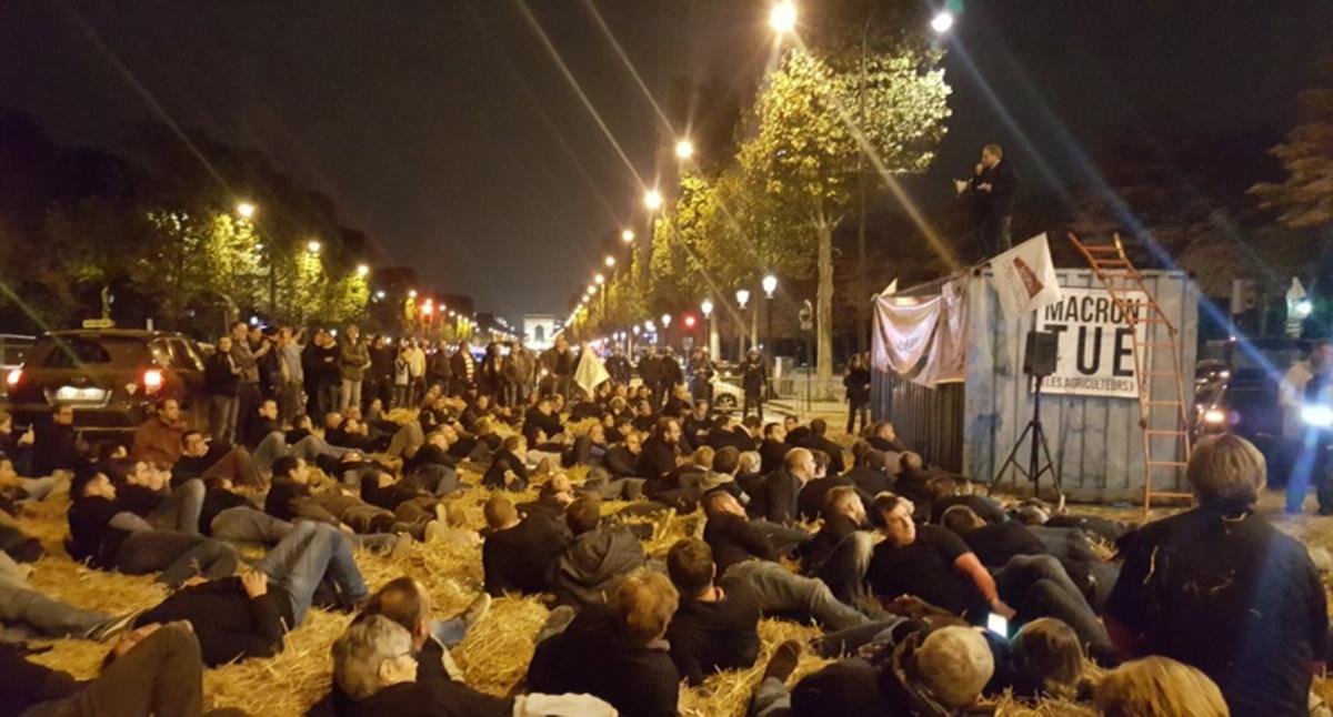 #Glyphosate : 300 agriculteurs manifestent sur les #ChampsÉlysées   ▶️ https://t.co/W6tLAW4LHP