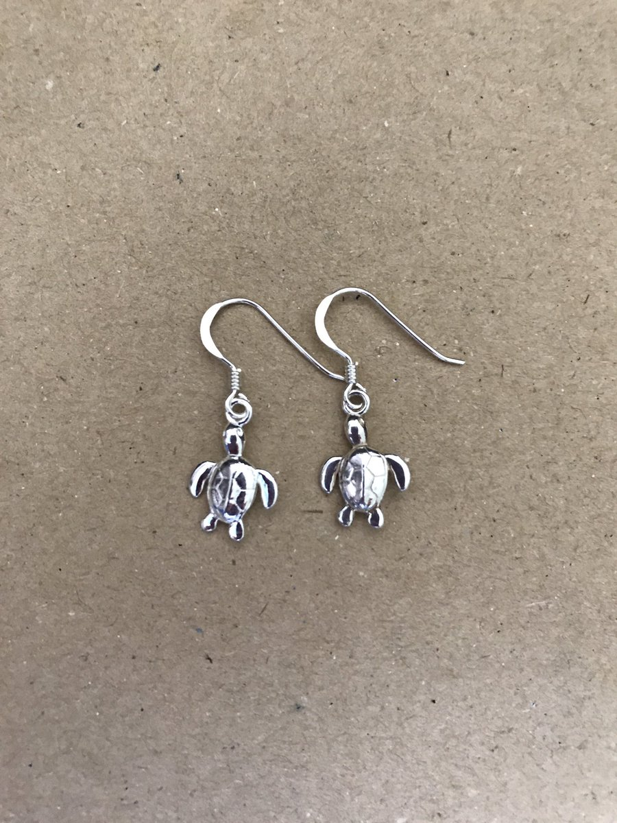 Hi #HHLunch how are we all? This is my latest addition to my #Etsy shop  https://www. etsy.com/uk/listing/545 890630/silver-animal-earrings-sterling-silver &nbsp; … <br>http://pic.twitter.com/gUf2vadbCy