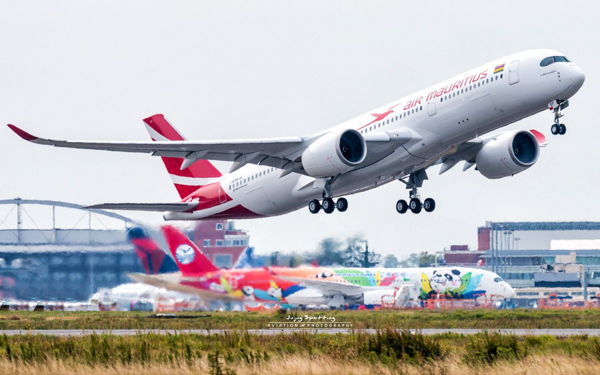 Maiden flight of first #Airbus #A350 Air #Mauritius 3B-NBP this morning #Avgeek #Toulouse #Travel<br>http://pic.twitter.com/T9cUcalQBL