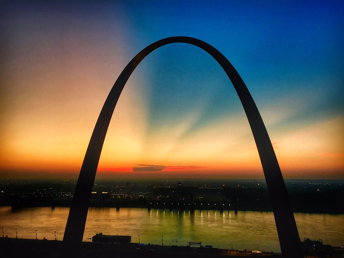 Interesting #clouds to the #east behind the #GatewayArch in #StLouis for this #morning &#39;s #sunrise. Protect our #NationalParks<br>http://pic.twitter.com/1TV3Jg18F1