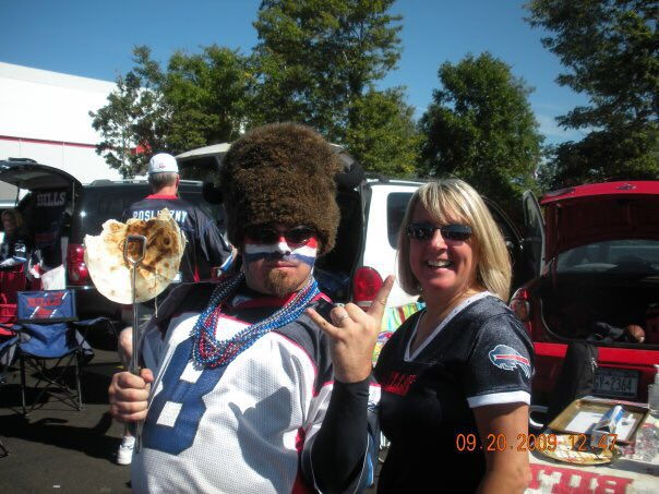 @CaptainBuffalo This popped up in my FB memories today! Good times in 2009! #GoBills  #MOAT  <br>http://pic.twitter.com/nOdI5kGpcH