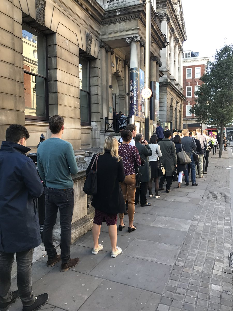 So not often you see people queuing out the door for insurance events.   #InsurTechCon2017 #insurtech - going to be fun <br>http://pic.twitter.com/YRffZUXQsM