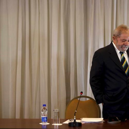 Lula pede atenção às manifestações dos militares https://t.co/VRZnxLF79L