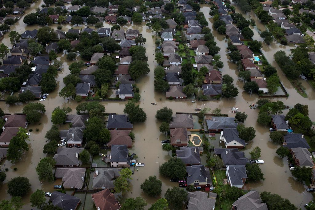 How will #climatechange impact future #floods and flood #insurance?  https:// buff.ly/2xz6CxU  &nbsp;  <br>http://pic.twitter.com/49mVge1fx5