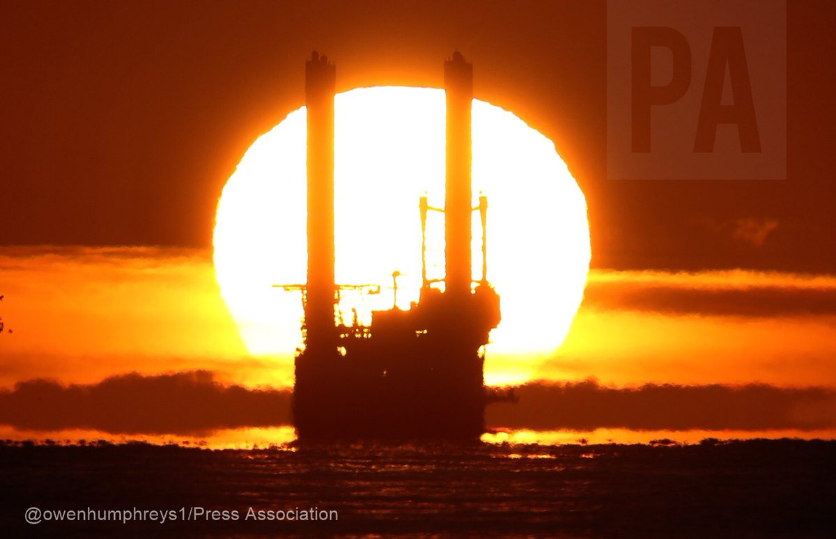 More like summer than the first day of #Autumn #weather #EarthCapture @metoffice @StormHour @PortofBlyth @ThePhotoHour #windturbines @PA<br>http://pic.twitter.com/8YZLbodphb