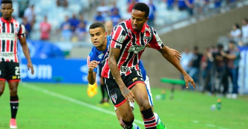 Ex-jogador do Corinthians vai ao Morumbi torcer pelo filho titular do SP https://t.co/YKgD6AFF5Y
