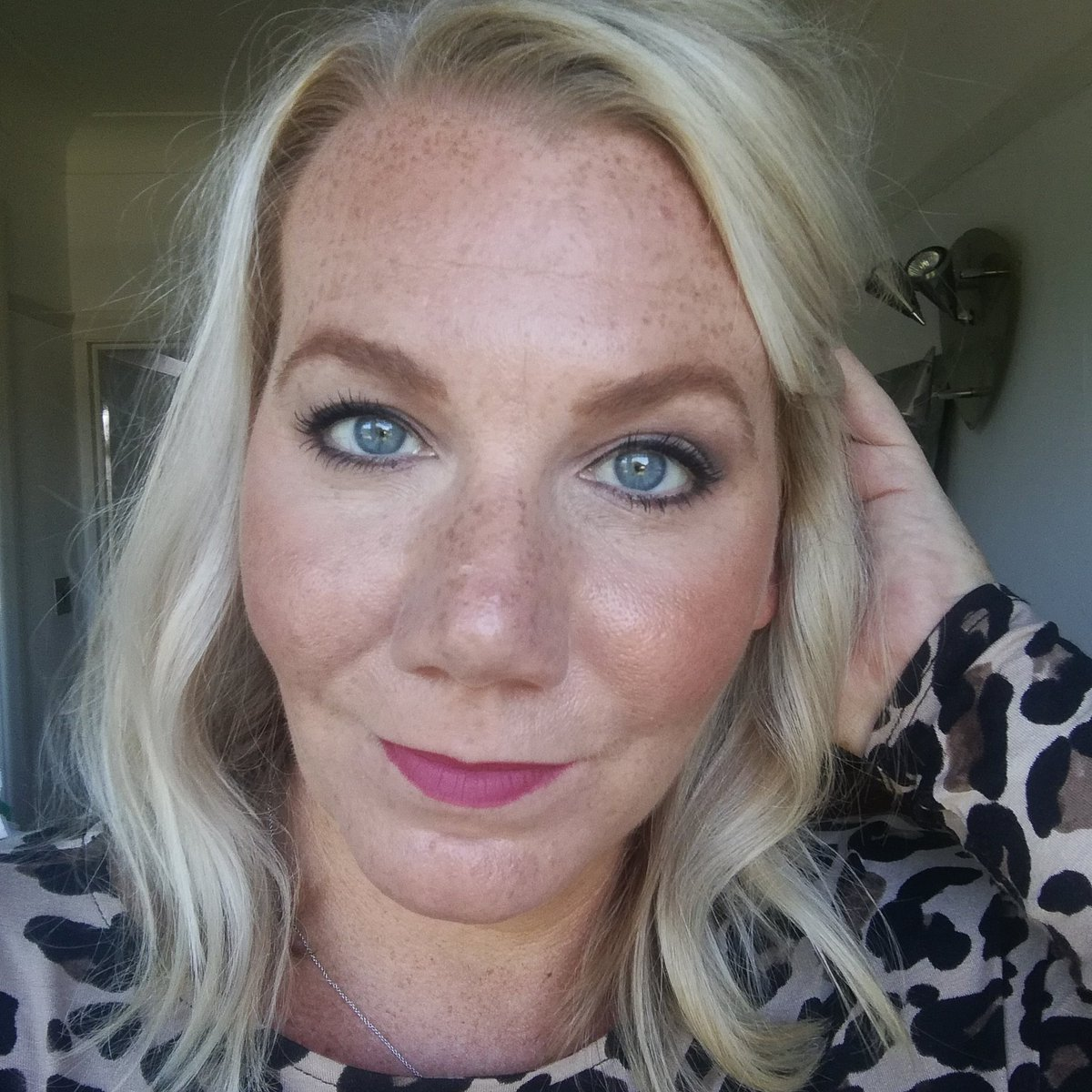 Happy Friday Everyone ! Its a Cat Eye &amp; Leopard Print top kinda day! Details of my #makeup here  https://www. instagram.com/p/BZVmlImBSAa/  &nbsp;   #nofilterneeded<br>http://pic.twitter.com/klqeVP0Xke