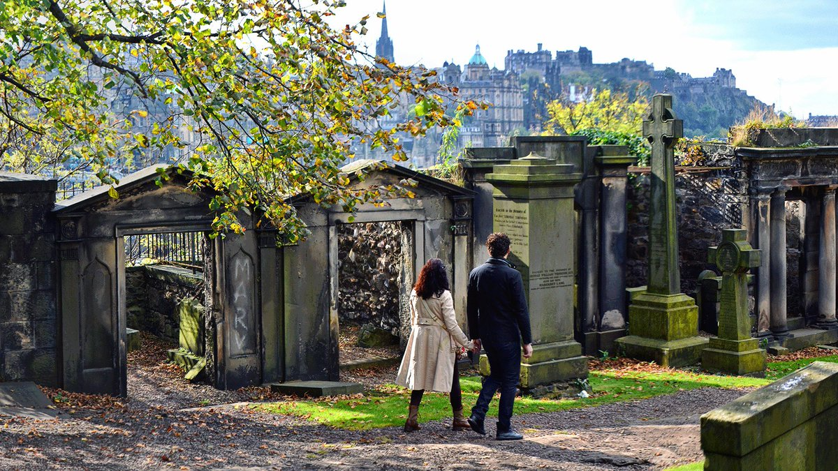 """""""No spring nor summer beauty hath such grace as I have seen in one autumnal face"""" – John Donne  Happy #AutumnEquinox from #Edinburgh!  <br>http://pic.twitter.com/J88PBo5kLd"""