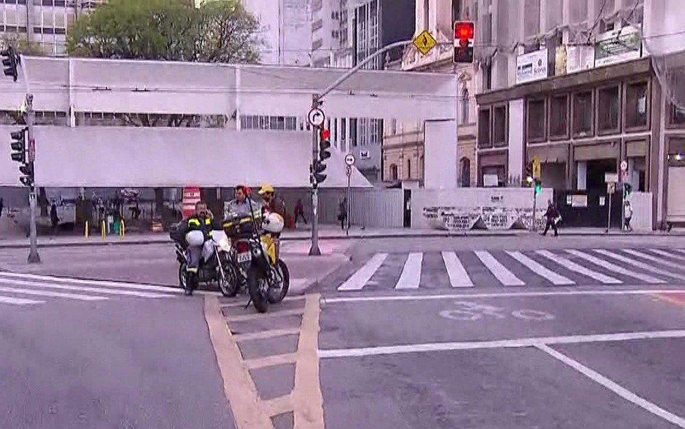 Com ruas bloqueadas, Centro de SP amanhece vazio nesta sexta https://t.co/xdCdUkAAzm #SP #G1