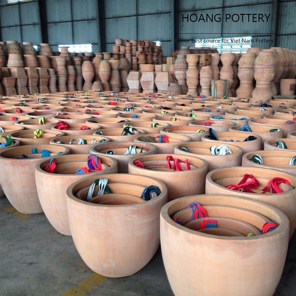 Do you need more #terracotta #planters ?  #vietnam #pottery #potterysupplier #handmade #decor #decoration #design #garden #gardendecor #pot<br>http://pic.twitter.com/5ZipBcI1vO
