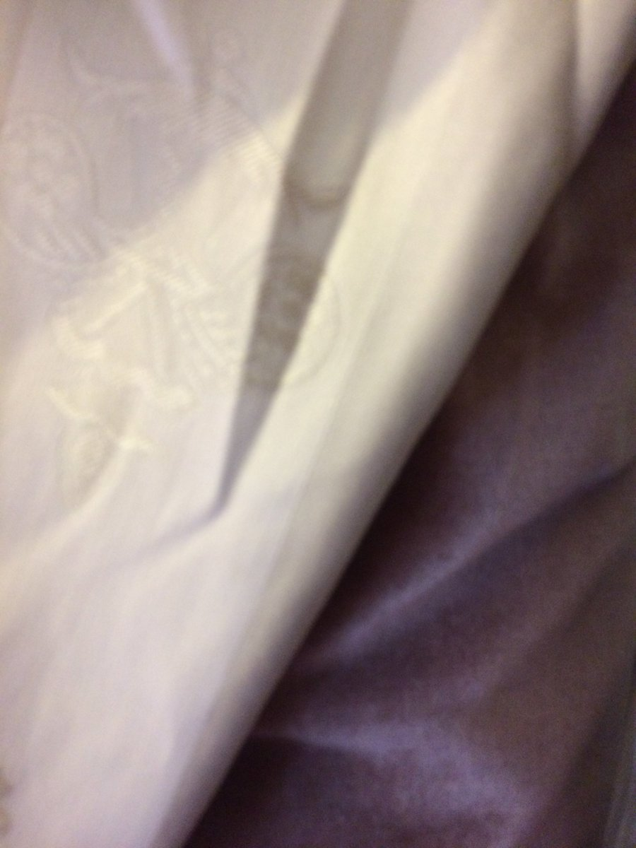 Two new #upholstery &amp; #homedecor fabrics just new to #Fabriccircus. #Mink velvet with #Champagne #Fleur de lis. What a #luxurious combo <br>http://pic.twitter.com/x9sIpOWFJd