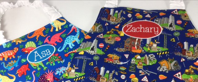 Dinos or diggers? Choose #personalised #apron at  http:// Babahoot.com  &nbsp;   (#ETSY)  http:// Babahoot.co.uk  &nbsp;   (Amazon) #hhlunch #dinosaur #digger<br>http://pic.twitter.com/uSlH1HnnwG