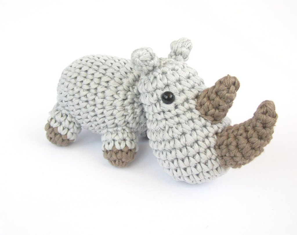 Let&#39;s Crochet for World Rhino Day!   http:// bit.ly/2jPiJS5  &nbsp;   #freepattern #crochet #amigurumi #WorldRhinoDay #handmade #diy #rhino #rhinoday<br>http://pic.twitter.com/AEWDWMFCwF