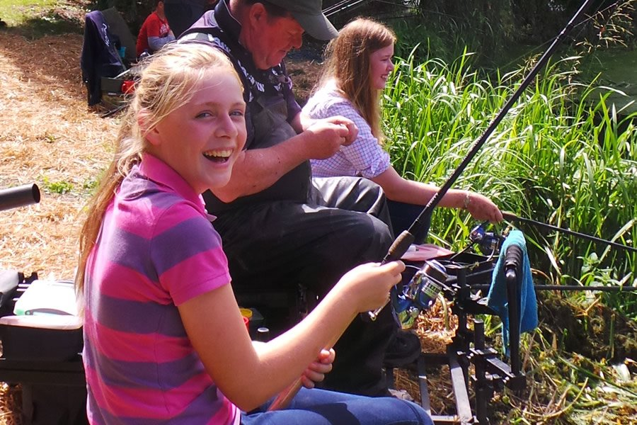 Great news - figures reveal sales of junior #fishing licences across England &amp; Wales, have increased by 25.7%!  →  http:// bit.ly/2hmysXS  &nbsp;  <br>http://pic.twitter.com/OiMDPDZTYB
