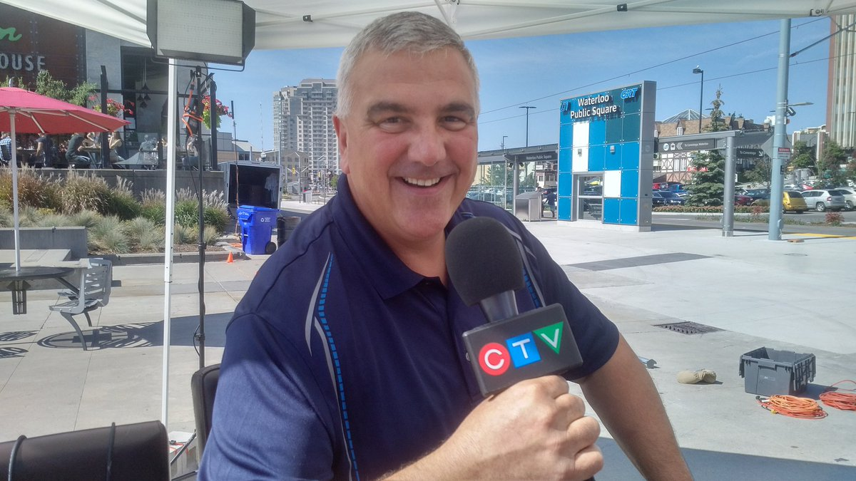 Move over @MarcVenemaCTV I&#39;m ready for News at 5pm tonight in Uptown Square with Rosie + Lyndsay!  All welcome. #beautyday #dineUptown<br>http://pic.twitter.com/uiYviWfLSo