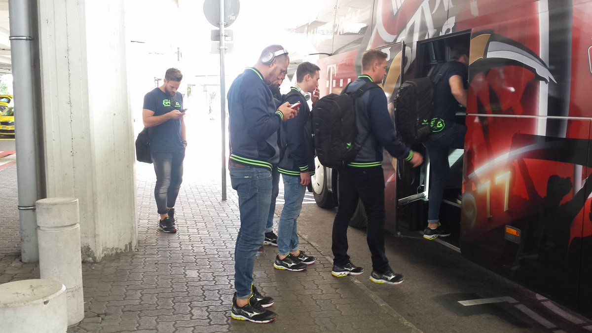@SGFleHa just landed in Hungary and are on their way to Veszprém to play in the @ehfcl tomorrow!  #HandballCity https://t.co/DMR12I55Fb