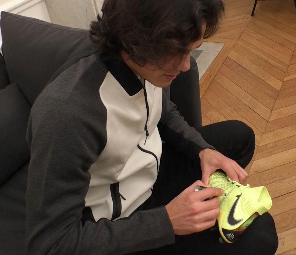 RT+Follow @footmercato pour tenter de gagner les Nike x EA Sports Hypervenom 3 dédicacées par @ECavaniOfficial. Tirage au sort lundi 25/9